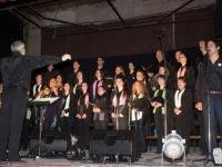 El maestro Jaime Torres junto al Coro Municipal de Las Flores en el Teatro Español